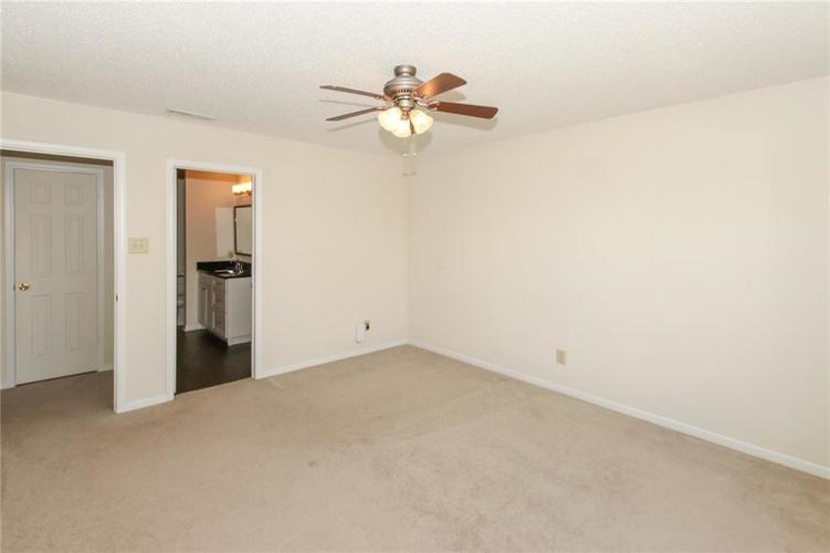 5706 Grassy Bank Drive Indianapolis, IN 46237   MLS 21673841   photo 14