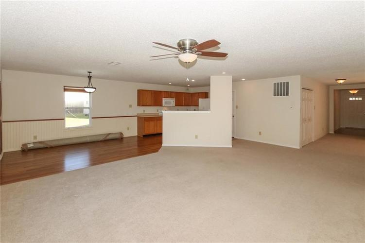 5706 Grassy Bank Drive Indianapolis, IN 46237   MLS 21673841   photo 6