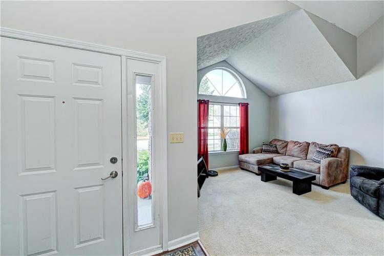 10853 Gate Circle Fishers, IN 46038 | MLS 21673890 | photo 2