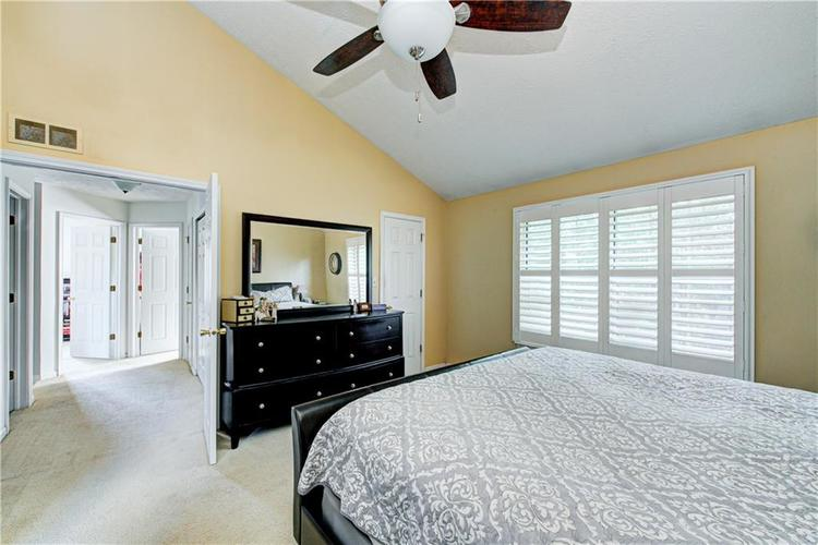 10853 Gate Circle Fishers, IN 46038 | MLS 21673890 | photo 21
