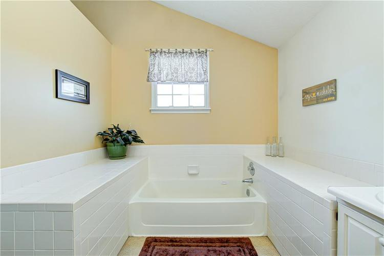 10853 Gate Circle Fishers, IN 46038 | MLS 21673890 | photo 23