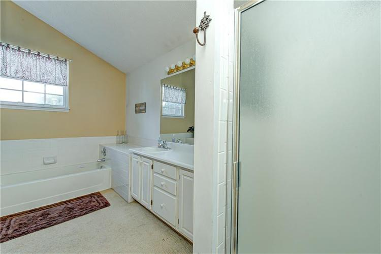 10853 Gate Circle Fishers, IN 46038 | MLS 21673890 | photo 24