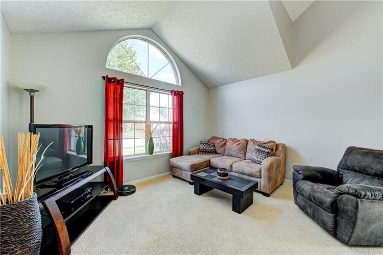 10853 Gate Circle Fishers, IN 46038 | MLS 21673890 | photo 4