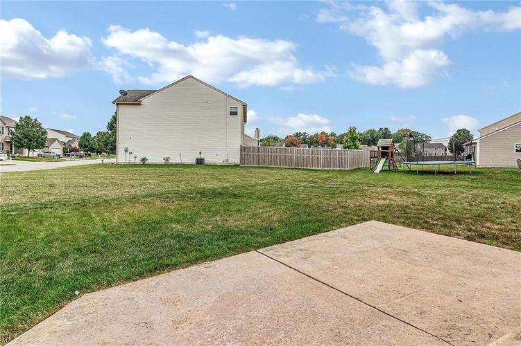 11145 Cool Winds Way Fishers, IN 46037 | MLS 21673936 | photo 2