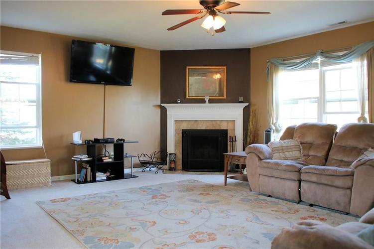 3069 Lodgepole Drive Whiteland, IN 46184 | MLS 21673987 | photo 2