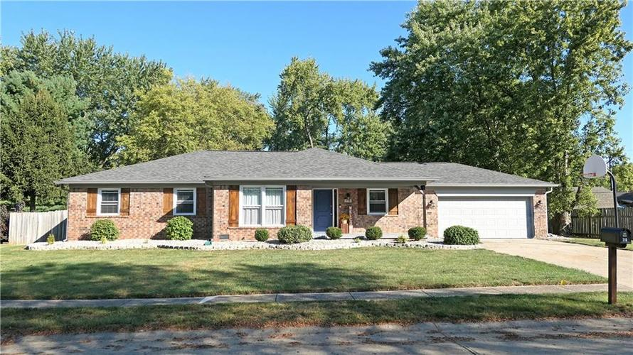 710 Queenswood Drive Indianapolis IN 46217 | MLS 21673997 | photo 1