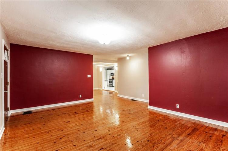 1011 E 75th Street Indianapolis, IN 46240 | MLS 21674034 | photo 11