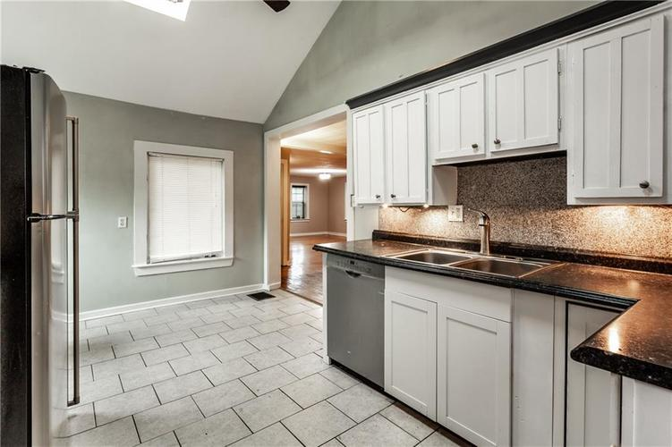 1011 E 75th Street Indianapolis, IN 46240 | MLS 21674034 | photo 14