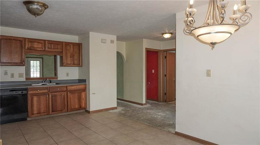 2255 Peter Drive Indianapolis, IN 46229 | MLS 21674230 | photo 11