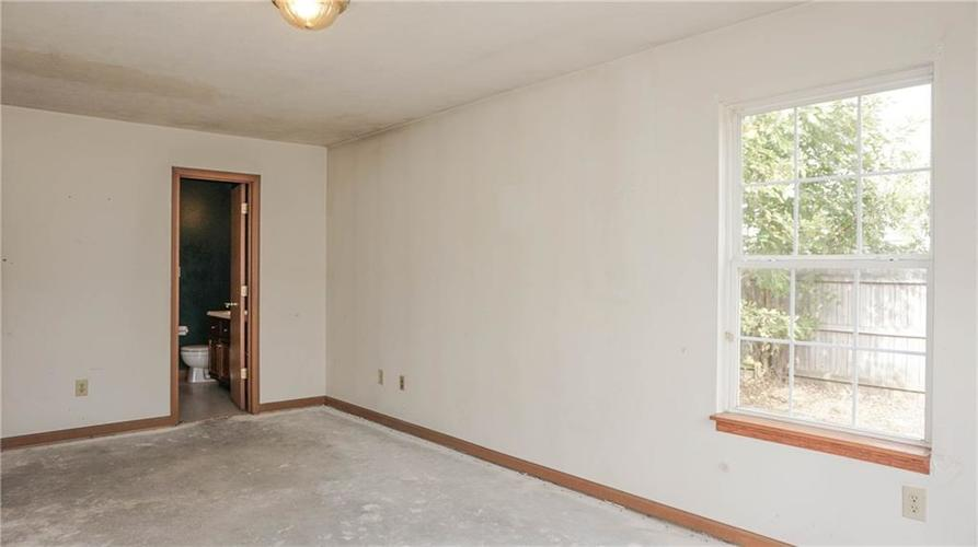 2255 Peter Drive Indianapolis, IN 46229 | MLS 21674230 | photo 17