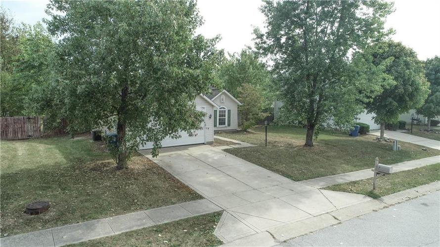 2255 Peter Drive Indianapolis, IN 46229 | MLS 21674230 | photo 3