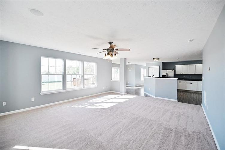 1113 Central Park Boulevard S Greenwood, IN 46143 | MLS 21674317 | photo 6