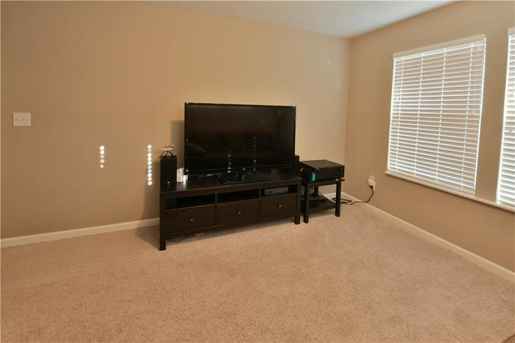 5721 Sly Fox Lane Indianapolis, IN 46237 | MLS 21674380 | photo 20