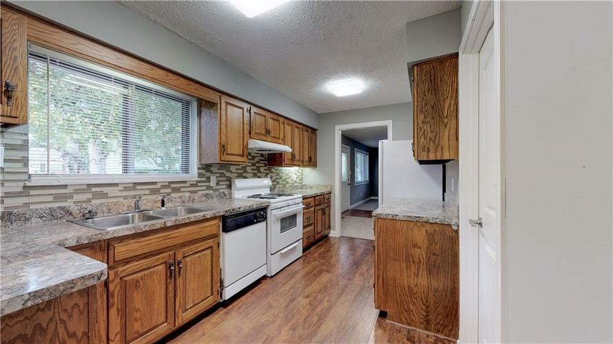 9037 Panorama Court Indianapolis, IN 46234 | MLS 21674459 | photo 11