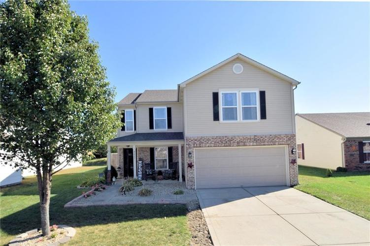 8627 Wheatfield Drive Camby, IN 46113 | MLS 21674537 | photo 1
