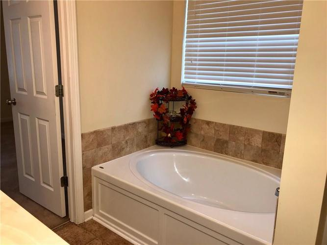 5236 Ladywood Bluff Place Indianapolis, IN 46226   MLS 21674745   photo 18