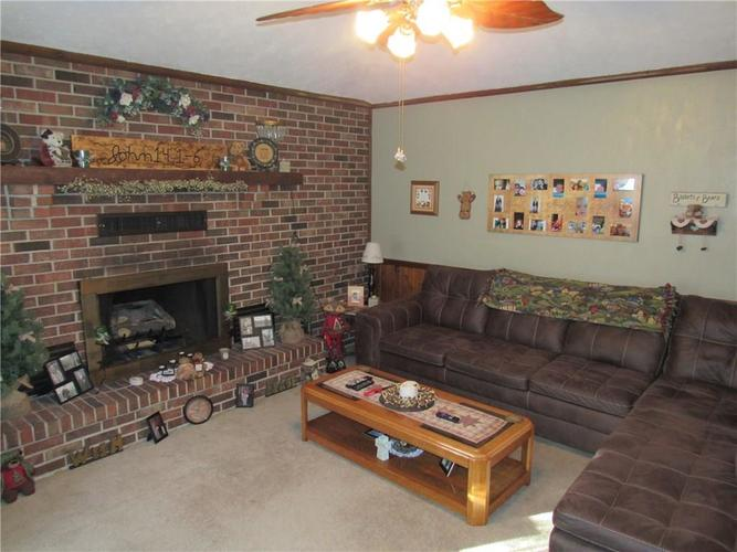 205 S BARR Street Crawfordsville, IN 47933 | MLS 21675076 | photo 4