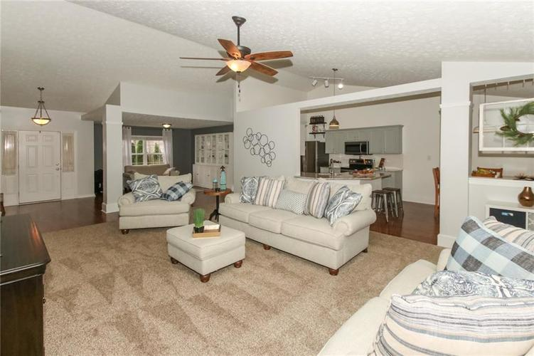 12872 BRONCOS Drive Fishers, IN 46037 | MLS 21675139 | photo 10