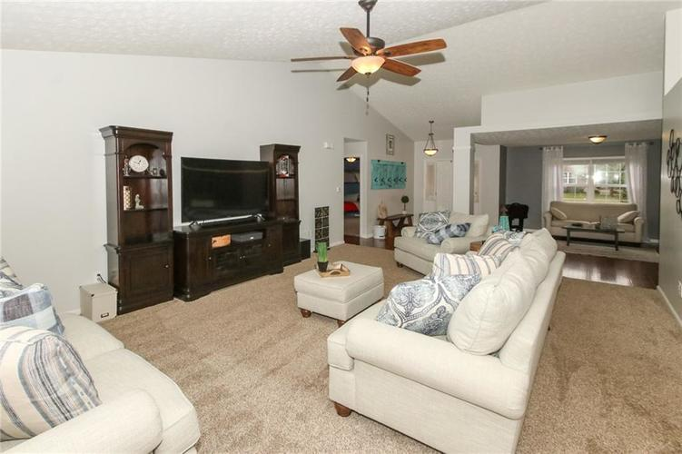 12872 BRONCOS Drive Fishers, IN 46037 | MLS 21675139 | photo 11