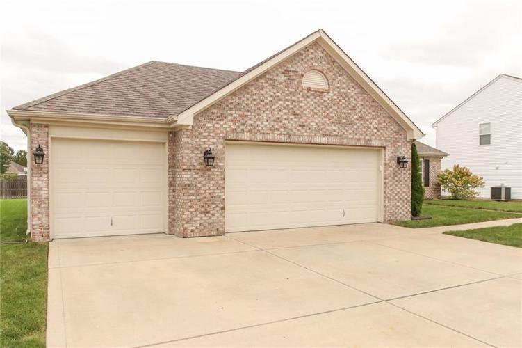 12872 BRONCOS Drive Fishers, IN 46037 | MLS 21675139 | photo 3