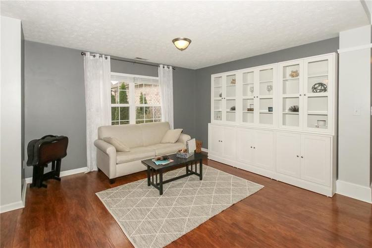 12872 BRONCOS Drive Fishers, IN 46037 | MLS 21675139 | photo 5