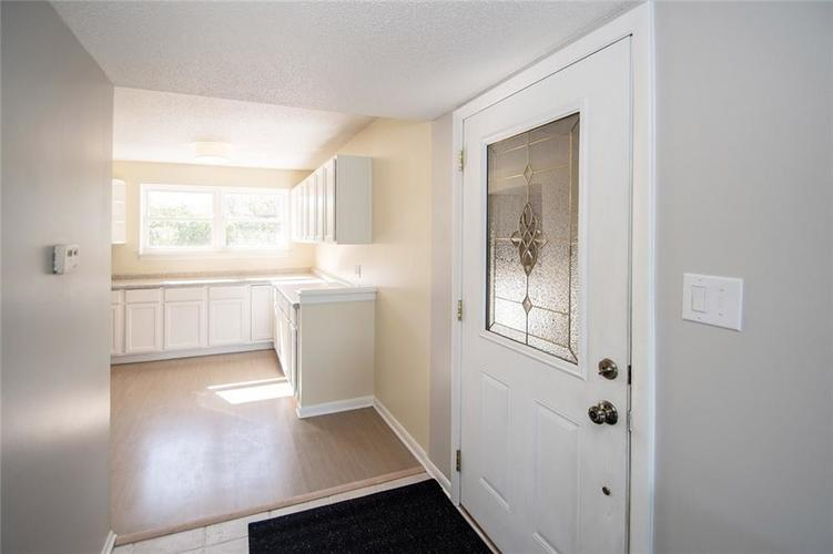 2926 LAKE SHORE Drive #D Indianapolis, IN 46205 | MLS 21675210 | photo 25