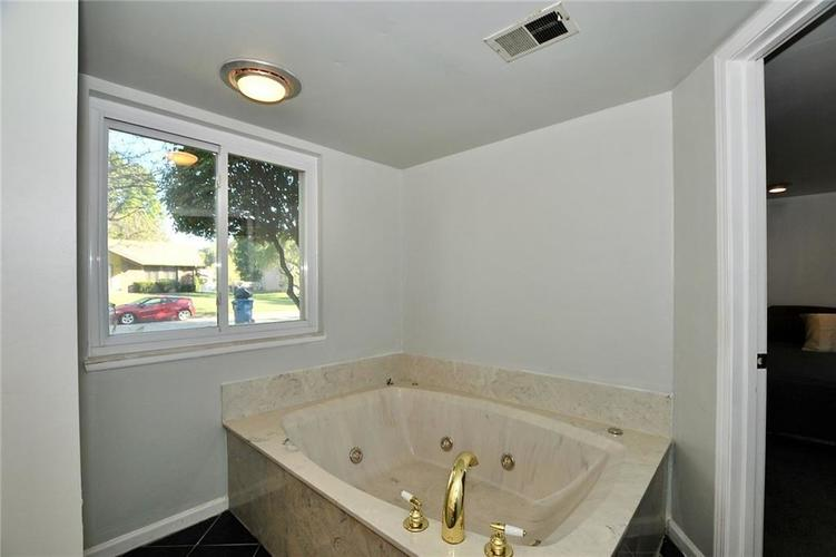 1315 Brookton Court Indianapolis, IN 46260 | MLS 21675216 | photo 14