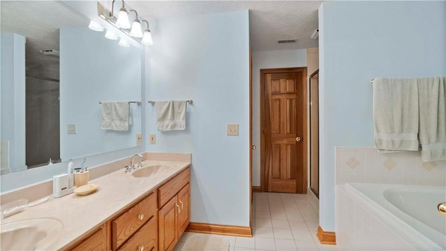 7002 Bluffridge Place Indianapolis, IN 46278 | MLS 21675330 | photo 22