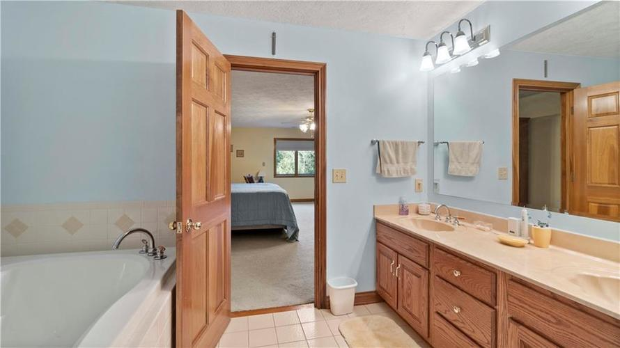 7002 Bluffridge Place Indianapolis, IN 46278 | MLS 21675330 | photo 23