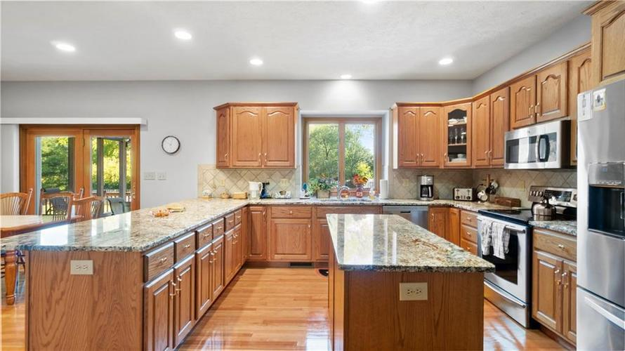 7002 Bluffridge Place Indianapolis, IN 46278 | MLS 21675330 | photo 4