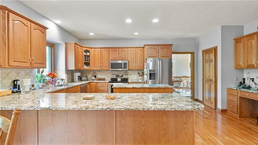 7002 Bluffridge Place Indianapolis, IN 46278 | MLS 21675330 | photo 5