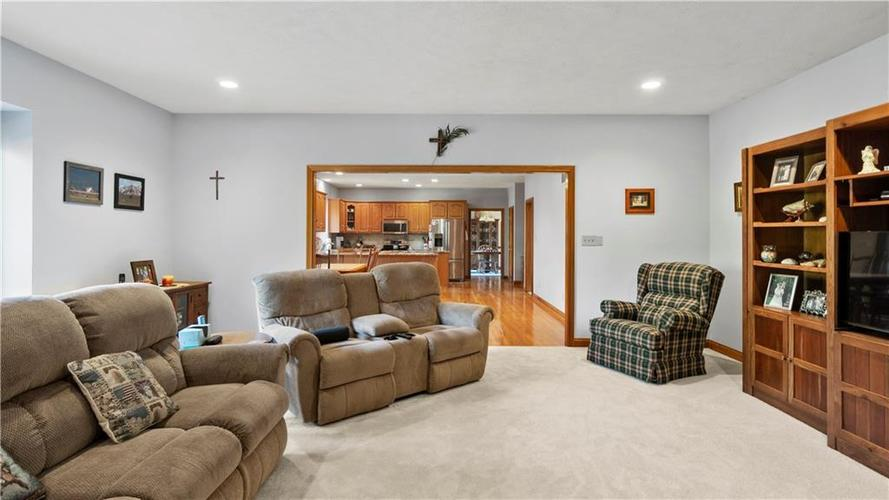 7002 Bluffridge Place Indianapolis, IN 46278 | MLS 21675330 | photo 9