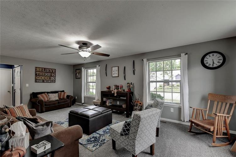 7460 Southern Lakes Drive Indianapolis, IN 46237 | MLS 21675402 | photo 5