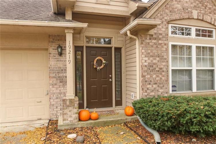 19219 Amber Way Noblesville, IN 46060 | MLS 21675541 | photo 2