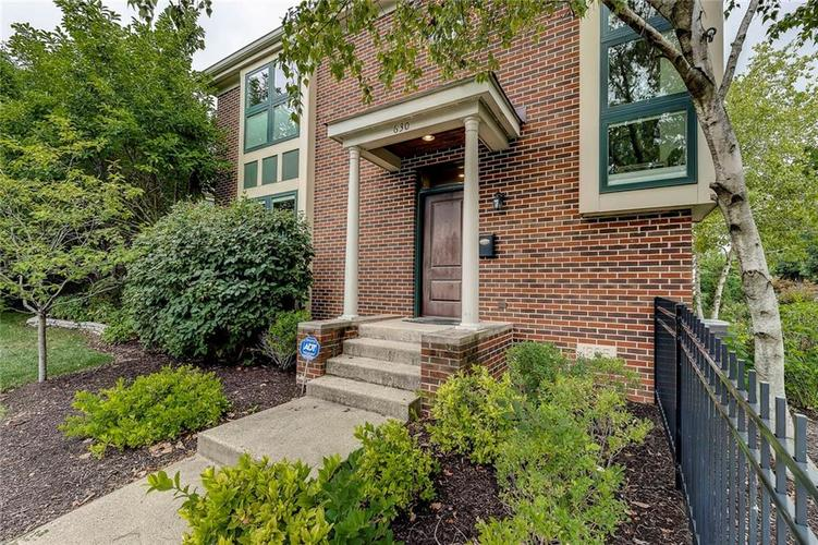 630 E Saint Clair Street Indianapolis, IN 46202 | MLS 21675568 | photo 3