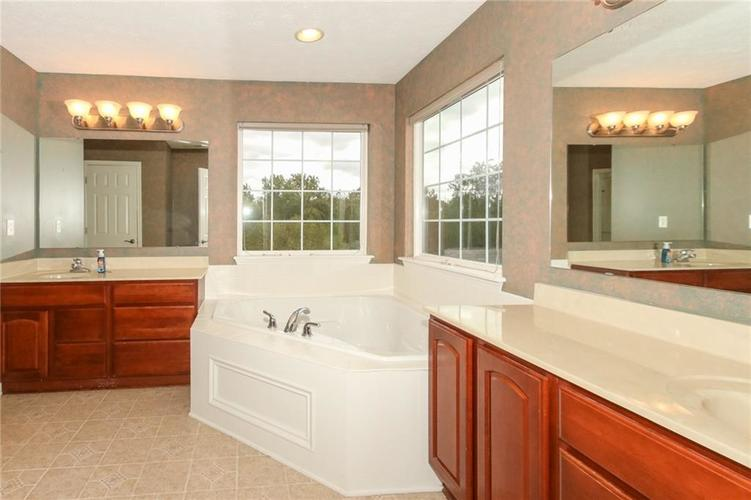 4454 Hunters Crossing Circle Indianapolis, IN 46239 | MLS 21675587 | photo 20