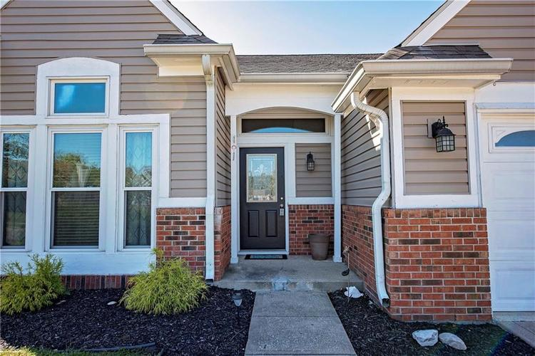 6458 Decatur Commons Indianapolis, IN 46221 | MLS 21675593 | photo 2