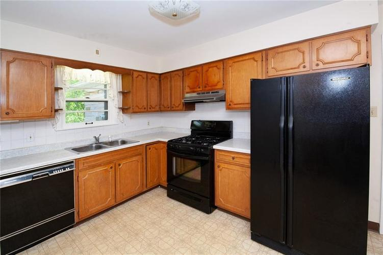 8343 N College Avenue Indianapolis, IN 46240 | MLS 21675682 | photo 14