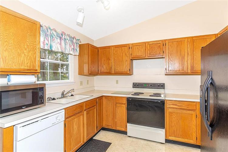 4034 Cherry Blossom Boulevard Indianapolis, IN 46237 | MLS 21675695 | photo 10