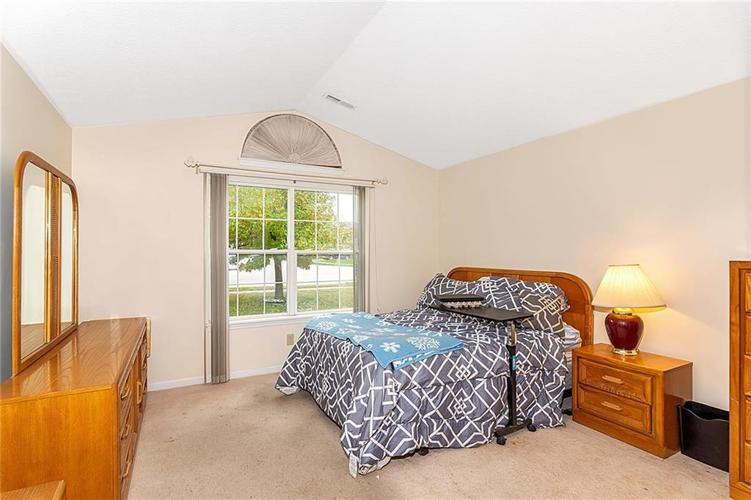4034 Cherry Blossom Boulevard Indianapolis, IN 46237 | MLS 21675695 | photo 16
