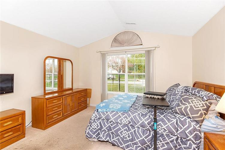 4034 Cherry Blossom Boulevard Indianapolis, IN 46237 | MLS 21675695 | photo 17