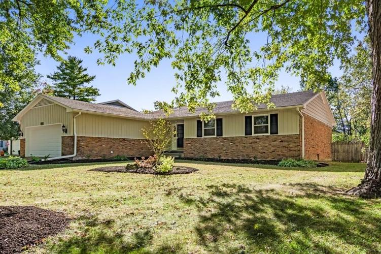 3013 W Woodbridge Drive Muncie, IN 47304 | MLS 21675704 | photo 1