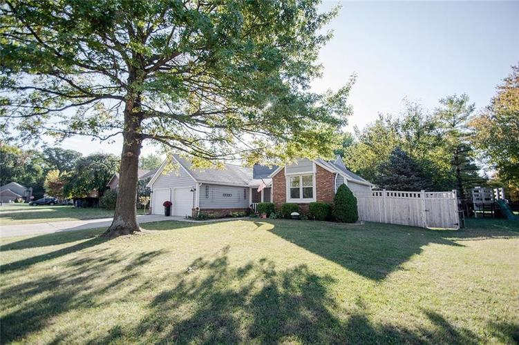 8331 Gallant Fox Drive Indianapolis, IN 46217 | MLS 21675709 | photo 2