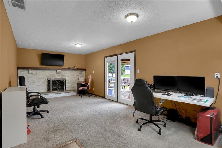 5303 W Thompson Road Indianapolis, IN 46221 | MLS 21675744 | photo 5