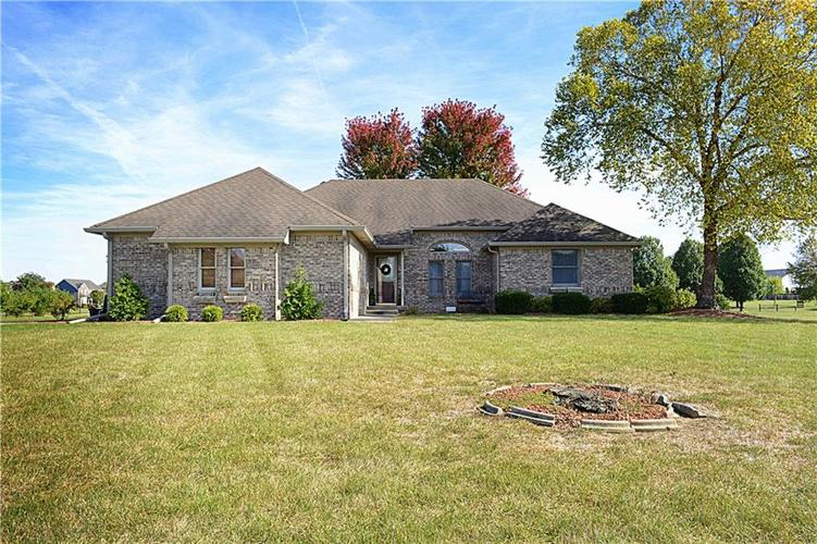 6771 W Willow Grove Drive New Palestine, IN 46163 | MLS 21675754