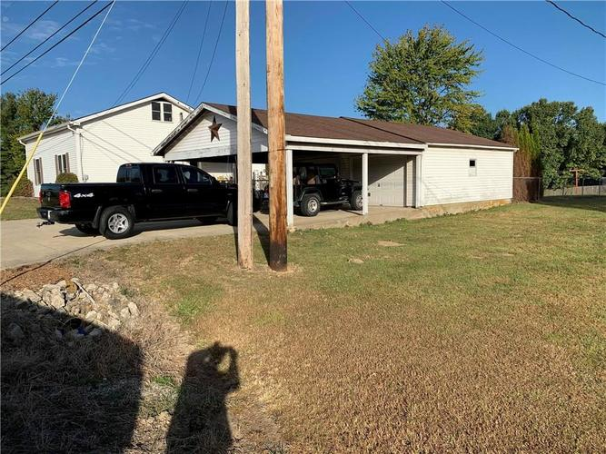16796 E State Road 46 Columbus, IN 47203 | MLS 21675761 | photo 2