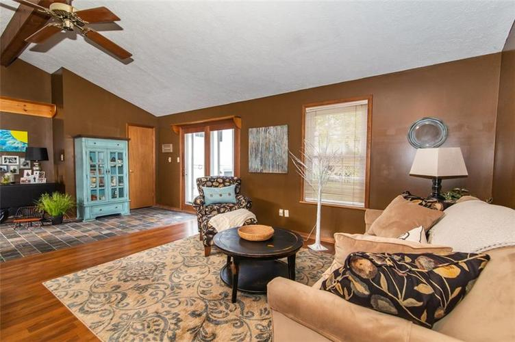 11044 Whistler Drive Indianapolis, IN 46229 | MLS 21675847 | photo 2