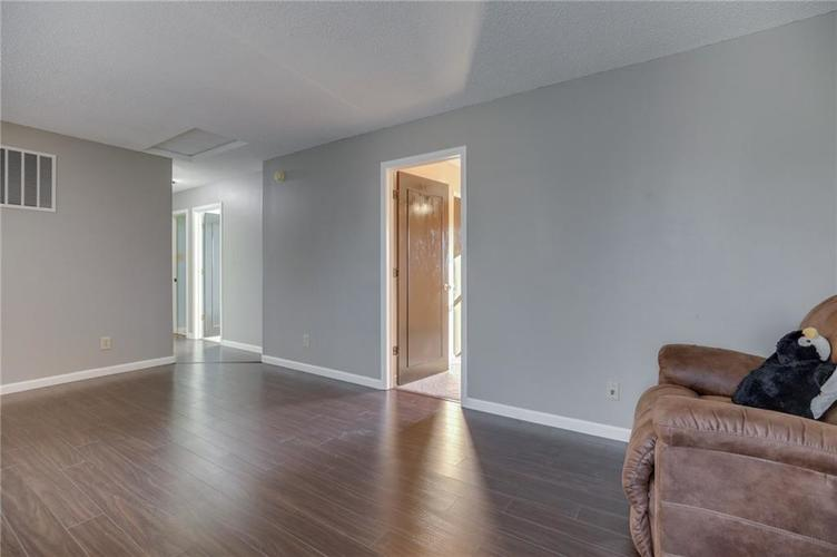 1781 Blue Grass Parkway Greenwood, IN 46143 | MLS 21675988 | photo 12