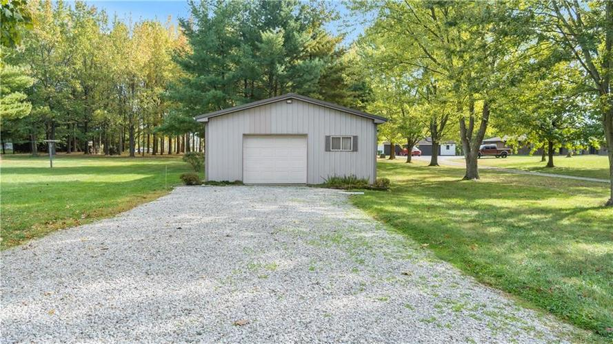 9583 S County Road 100 E Clayton, IN 46118 | MLS 21676167 | photo 24