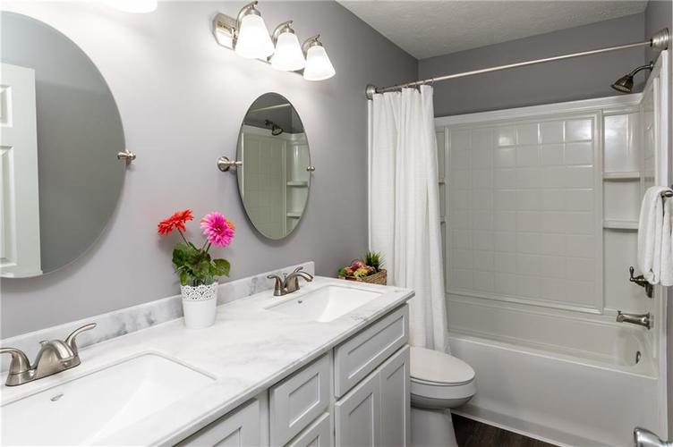 8646 Knollway Court Fishers, IN 46038 | MLS 21676292 | photo 18